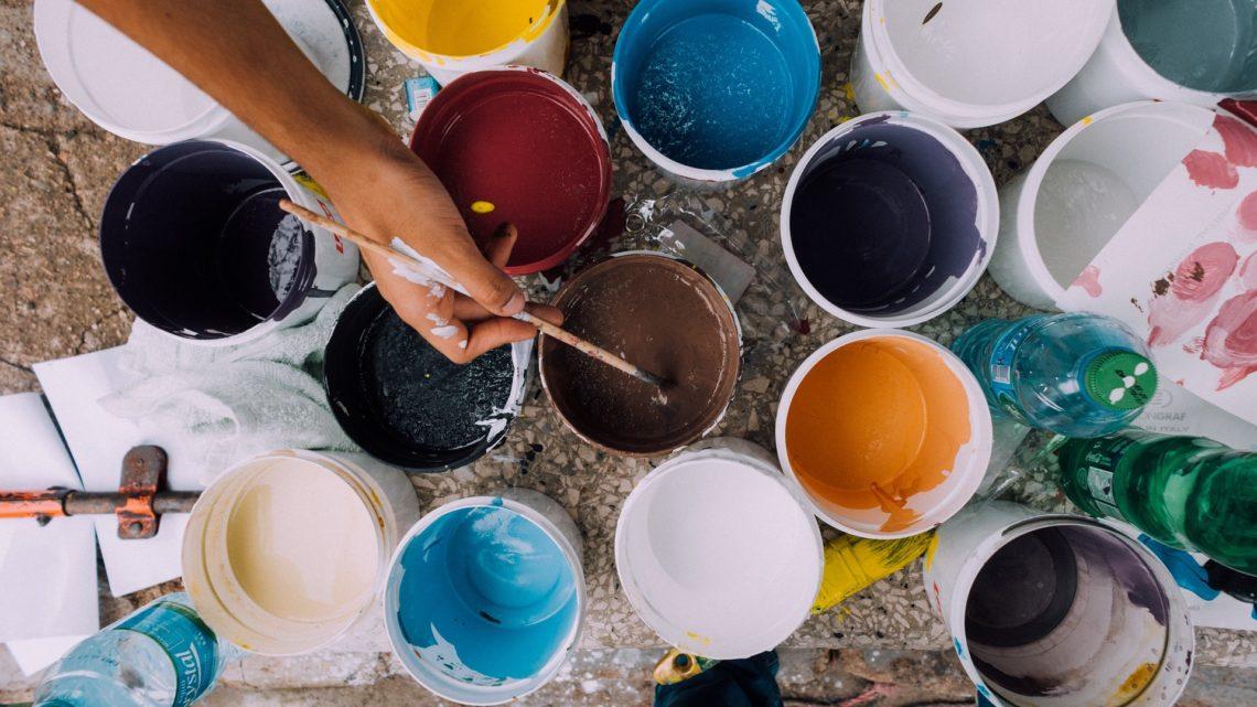 La pintura plástica para limpiar las paredes